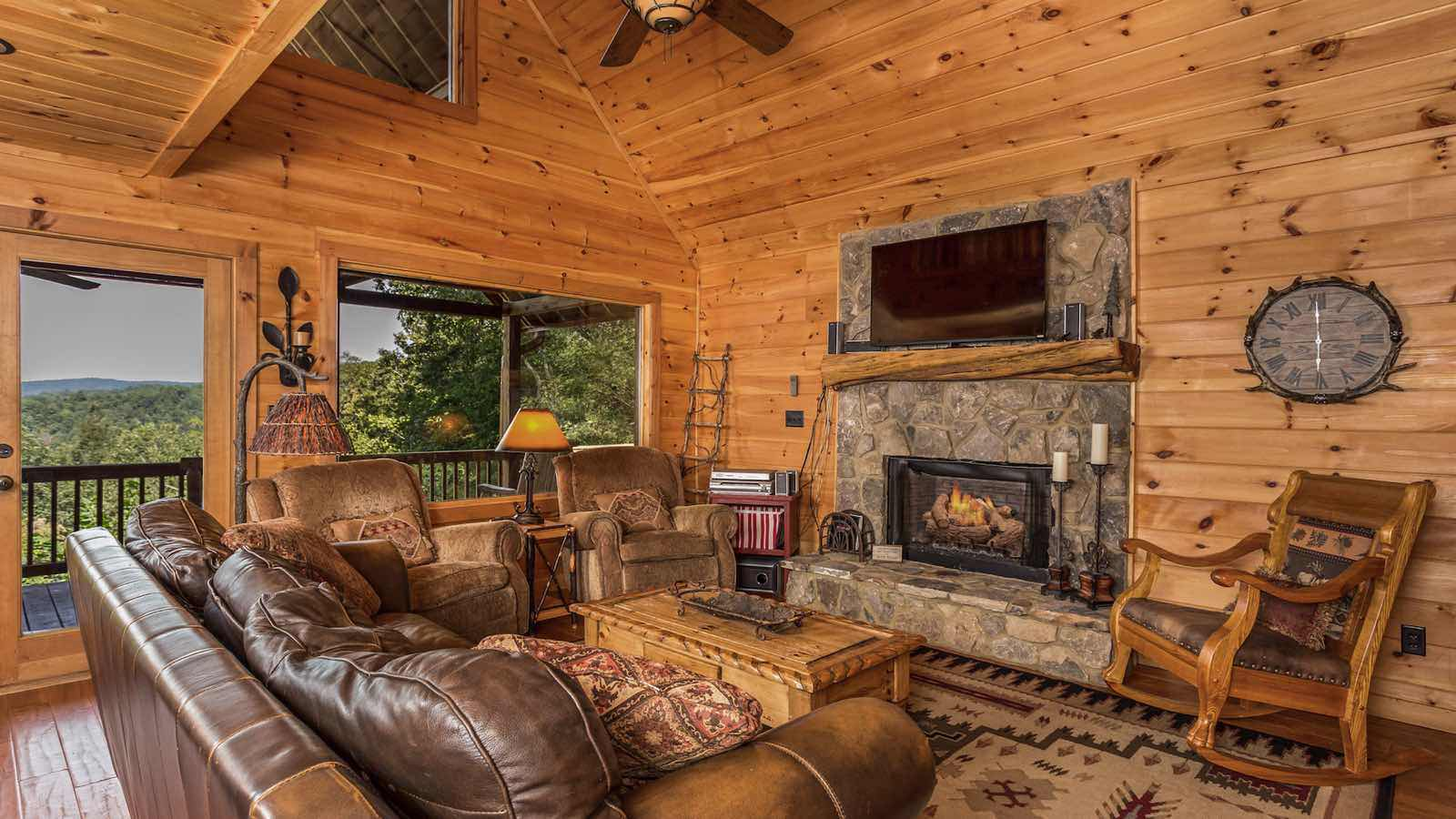 Downtown blue ridge ga lodging accommodations for Bear ridge cabin rentals