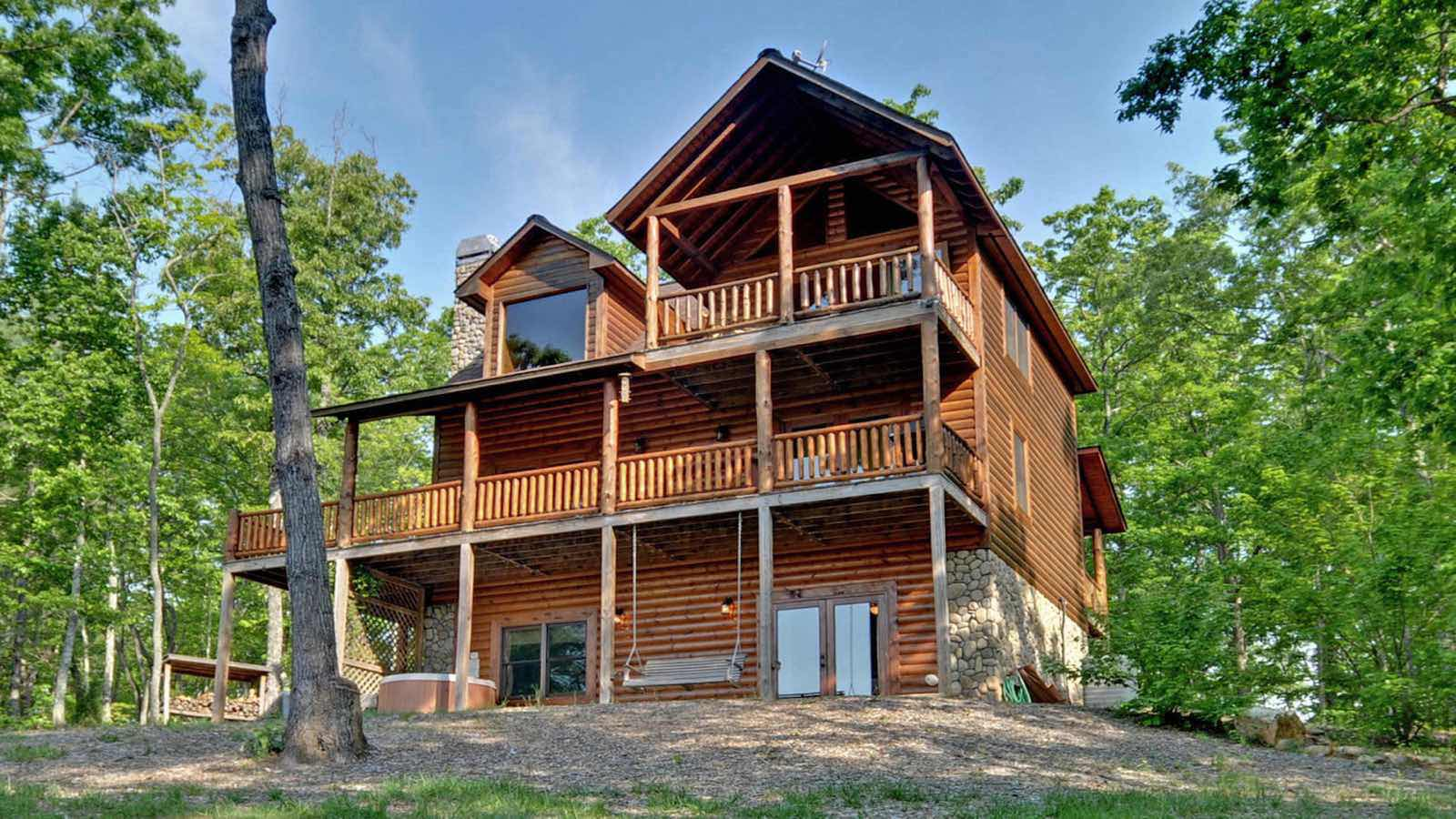 A dancing bear rental cabin blue ridge ga for Blue ridge ga cabins for rent