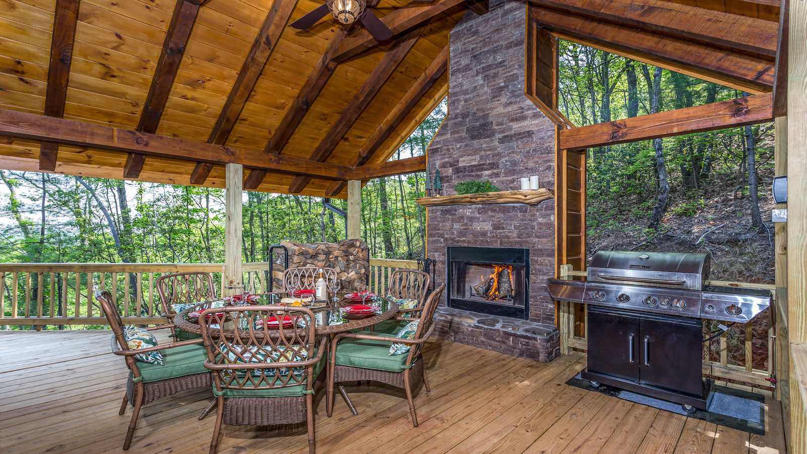 Mountain top serenity rental cabin blue ridge ga for Rent a cabin in georgia mountains