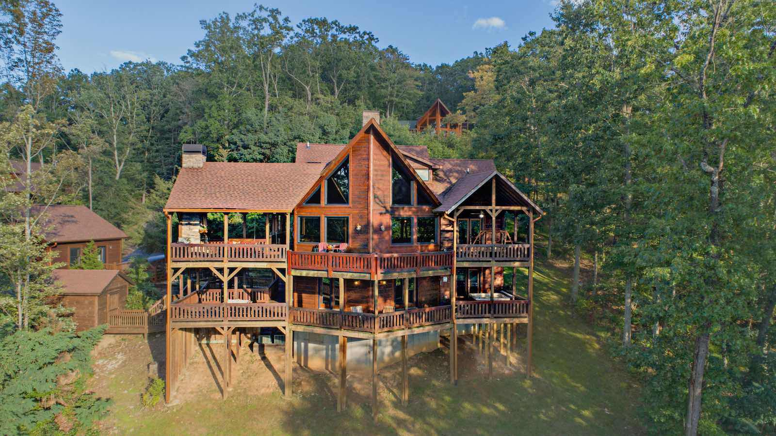 Blue ridge ga cabin rentals for Large cabin rentals north georgia