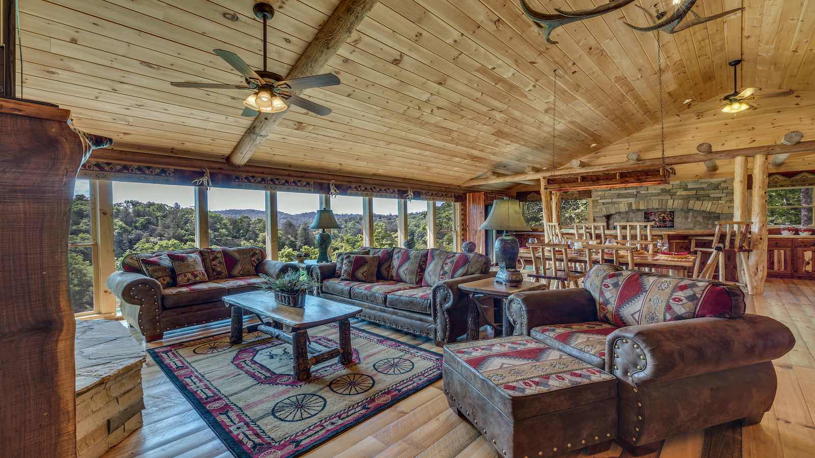 Cabin Rentals with Blue Ridge Mountain Views