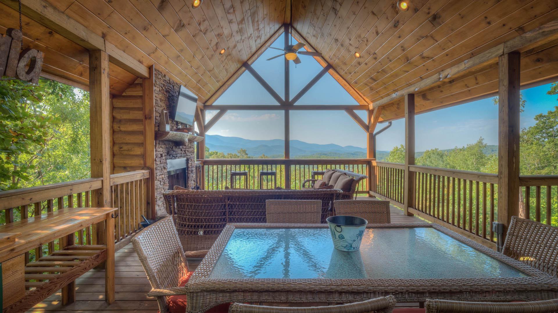 Southern Komfort Rental Cabin - Blue Ridge, GA