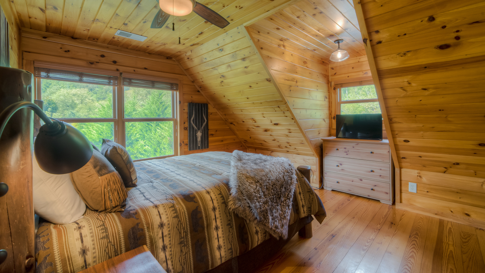 Stone Creek Lodge Rental Cabin - Blue Ridge, GA